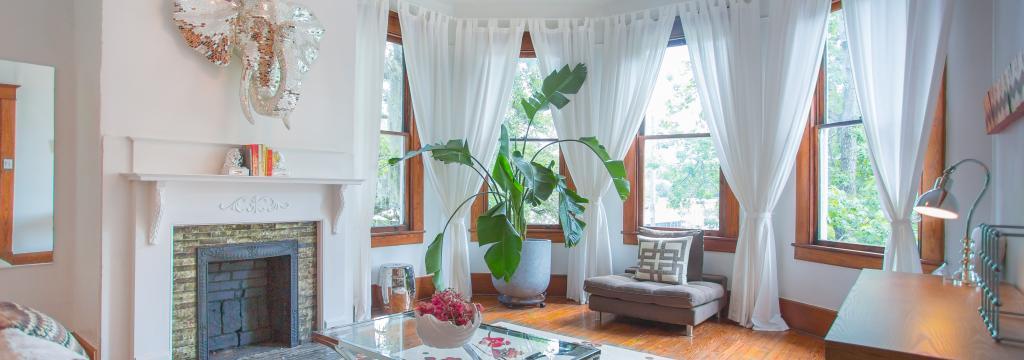 living room in waldberg too a historic savannah rental